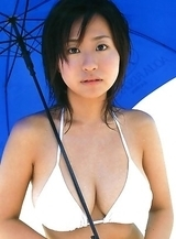 Hitomi Kitamura with big melons has hot holiday at the sea